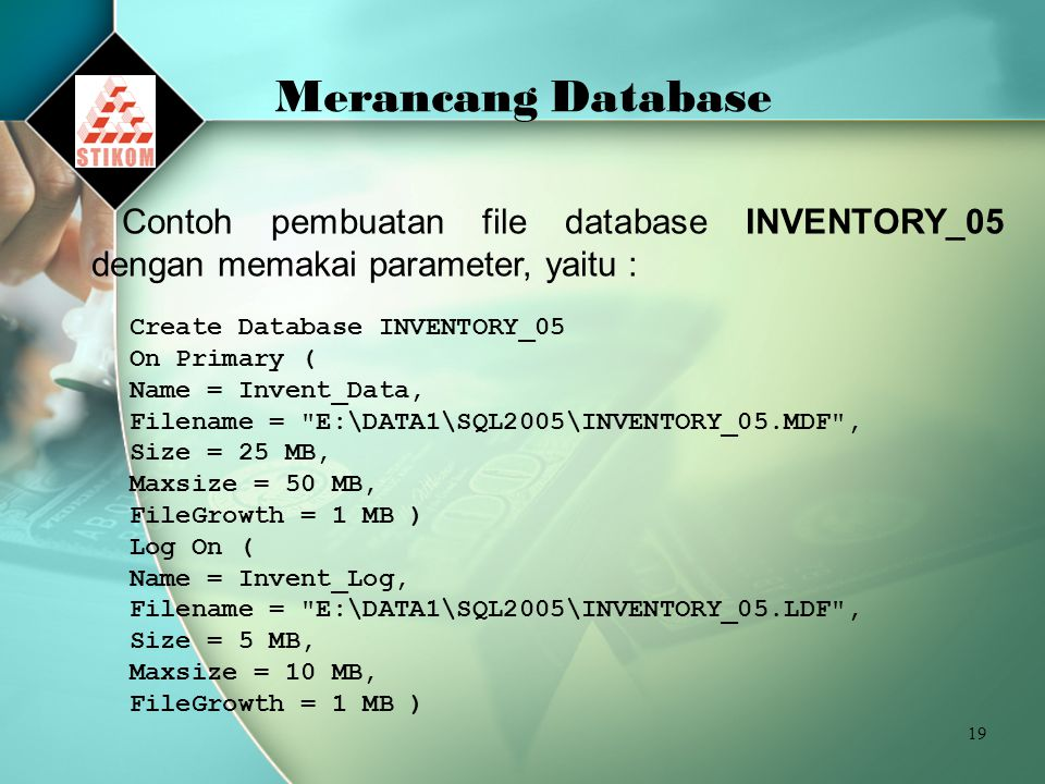 19 Merancang Database Contoh pembuatan file database INVENTORY_05 dengan memakai parameter, yaitu : Create Database INVENTORY_05 On Primary ( Name = Invent_Data, Filename = E:\DATA1\SQL2005\INVENTORY_05.MDF , Size = 25 MB, Maxsize = 50 MB, FileGrowth = 1 MB ) Log On ( Name = Invent_Log, Filename = E:\DATA1\SQL2005\INVENTORY_05.LDF , Size = 5 MB, Maxsize = 10 MB, FileGrowth = 1 MB )