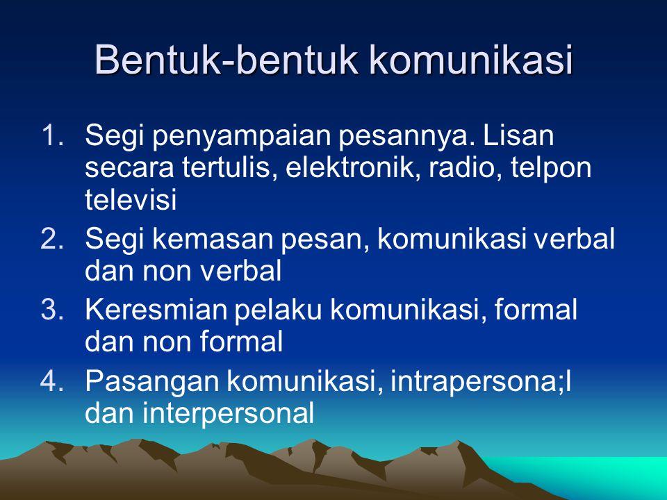 Bentuk-bentuk komunikasi 1.Segi penyampaian pesannya. Lisan secara tertulis, elektronik, radio, telpon televisi 2.Segi kemasan pesan, komunikasi verba