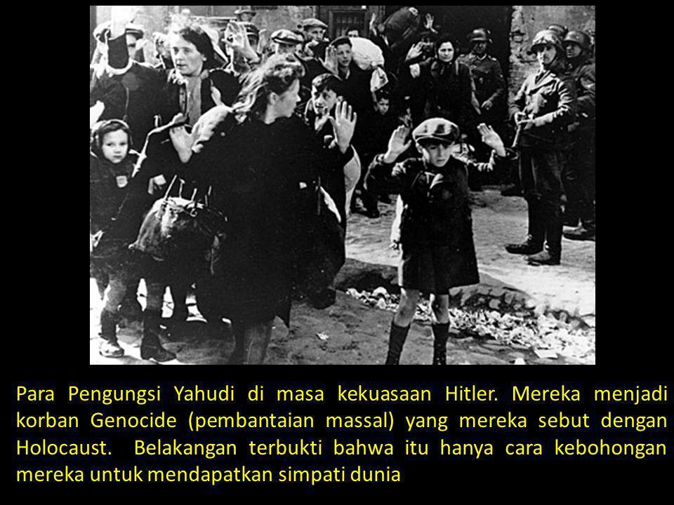 Para Pengungsi Yahudi di masa kekuasaan Hitler. Mereka menjadi korban Genocide (pembantaian massal) yang mereka sebut dengan Holocaust. Belakangan ter
