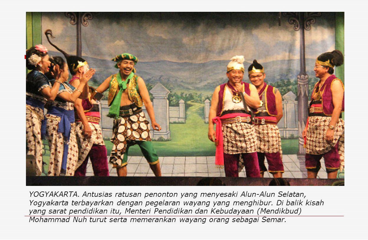 YOGYAKARTA. Antusias ratusan penonton yang menyesaki Alun-Alun Selatan, Yogyakarta terbayarkan dengan pegelaran wayang yang menghibur. Di balik kisah