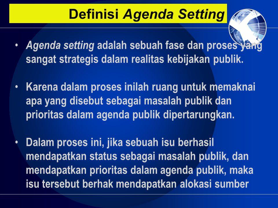 Definisi Agenda Setting • Agenda setting adalah sebuah fase dan proses yang sangat strategis dalam realitas kebijakan publik. • Karena dalam proses in