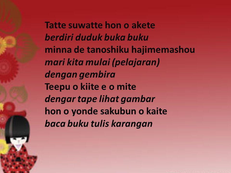 Tatte suwatte hon o akete berdiri duduk buka buku minna de tanoshiku hajimemashou mari kita mulai (pelajaran) dengan gembira Teepu o kiite e o mite de