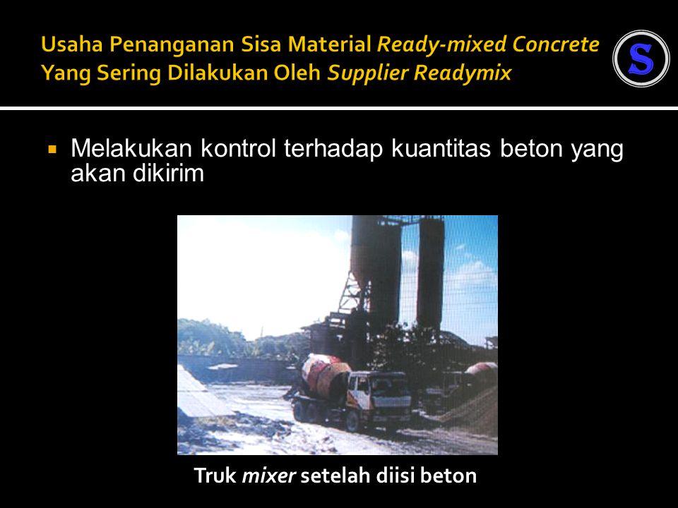  Melakukan kontrol terhadap kuantitas beton yang akan dikirim Truk mixer setelah diisi beton S