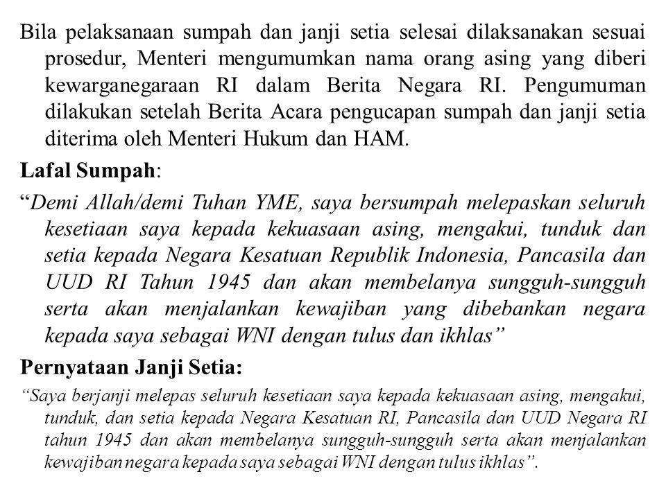 Bila pelaksanaan sumpah dan janji setia selesai dilaksanakan sesuai prosedur, Menteri mengumumkan nama orang asing yang diberi kewarganegaraan RI dala