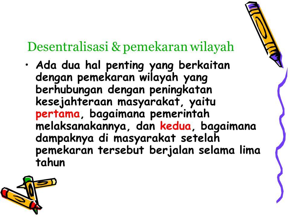 desentralisasi & otoda •Desentralisasi identik dengan otonomi karena kedua istilah tersebut mempunyai makna yang sama yaitu kewenangan daerah untuk mengurus urusan-urusan pemerintahan daerah atau mengurus rumah tanggahnya sendiri,sedankan dalam penerapannya otonomi lebih cenderung pada politik sedangkan desentralisasi mengacu pada administrasi Perkembangan otonomi di Indonesia telah diterbitkan 9 (sembilan) undang undang yang mengatur tentang pemerintahan daerah yaitu: