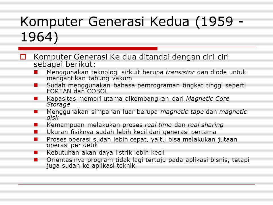 Komputer Generasi Kedua (1959 - 1964)  Komputer Generasi Ke dua ditandai dengan ciri-ciri sebagai berikut:  Menggunakan teknologi sirkuit berupa tra