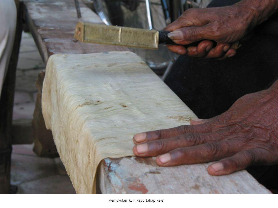 Pemukulan kulit kayu tahap ke-2