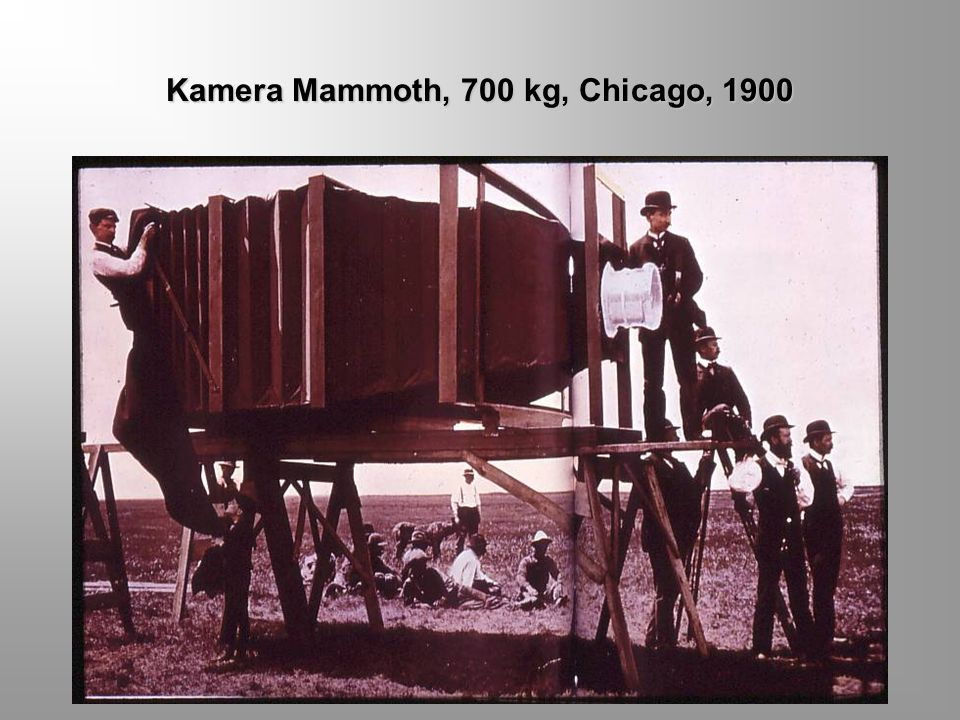 SEJARAH FOTOGRAFI Tahun 1889 Henry M. Reichenbach, seorang karyawan Eastman sudah menyempurnakan alas emulsi serupa itu, terbuat dari campuran nitrose