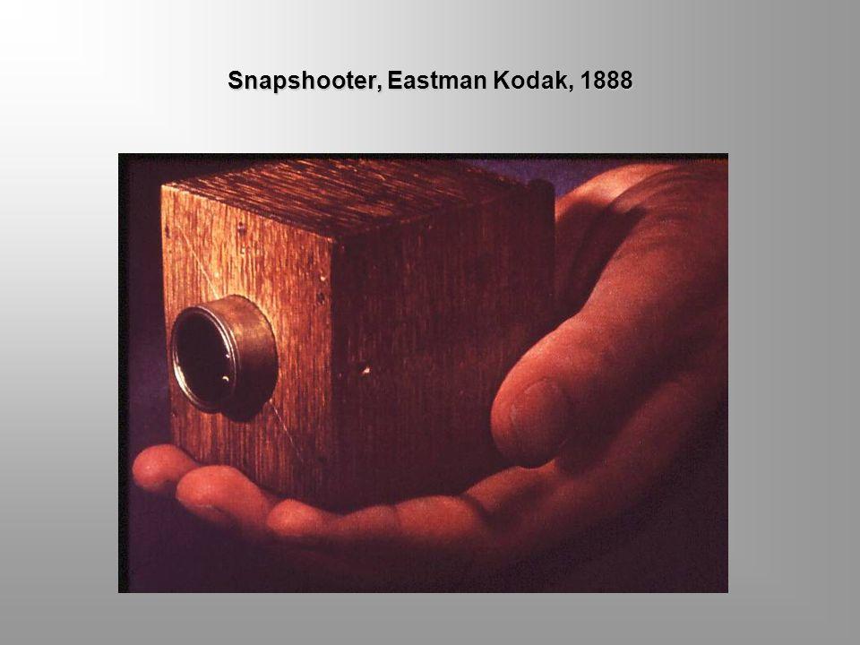 KODAK PERTAMA Kodak pertama ini unik, termasuk namanya, yang dikarang oleh Eastman. Kodak yang merupakan kesederhanaan yang unggul memperpendek proses
