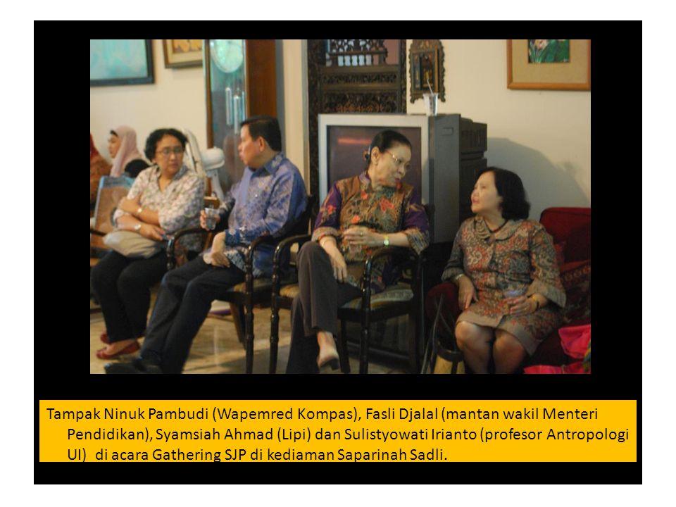 Tampak Ninuk Pambudi (Wapemred Kompas), Fasli Djalal (mantan wakil Menteri Pendidikan), Syamsiah Ahmad (Lipi) dan Sulistyowati Irianto (profesor Antro