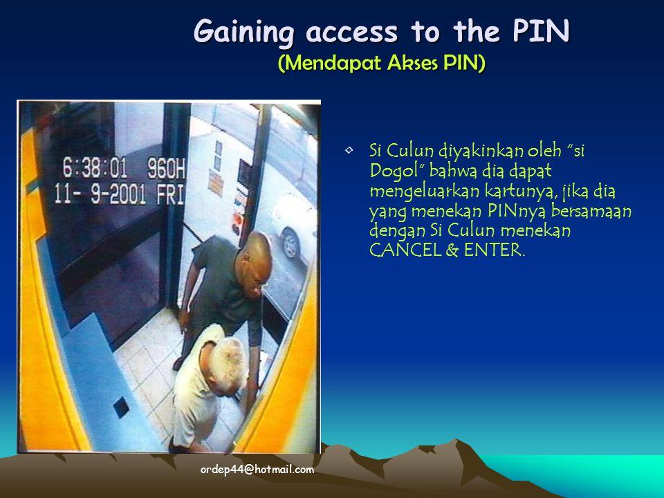 """Gaining access to the PIN (Mendapat Akses PIN) • •Si Culun diyakinkan oleh """"si Dogol"""" bahwa dia dapat mengeluarkan kartunya, jika dia yang menekan PIN"""