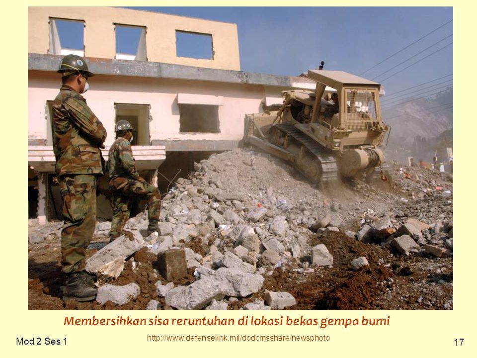 17 Mod 2 Ses 1 http://www.defenselink.mil/dodcmsshare/newsphoto Membersihkan sisa reruntuhan di lokasi bekas gempa bumi