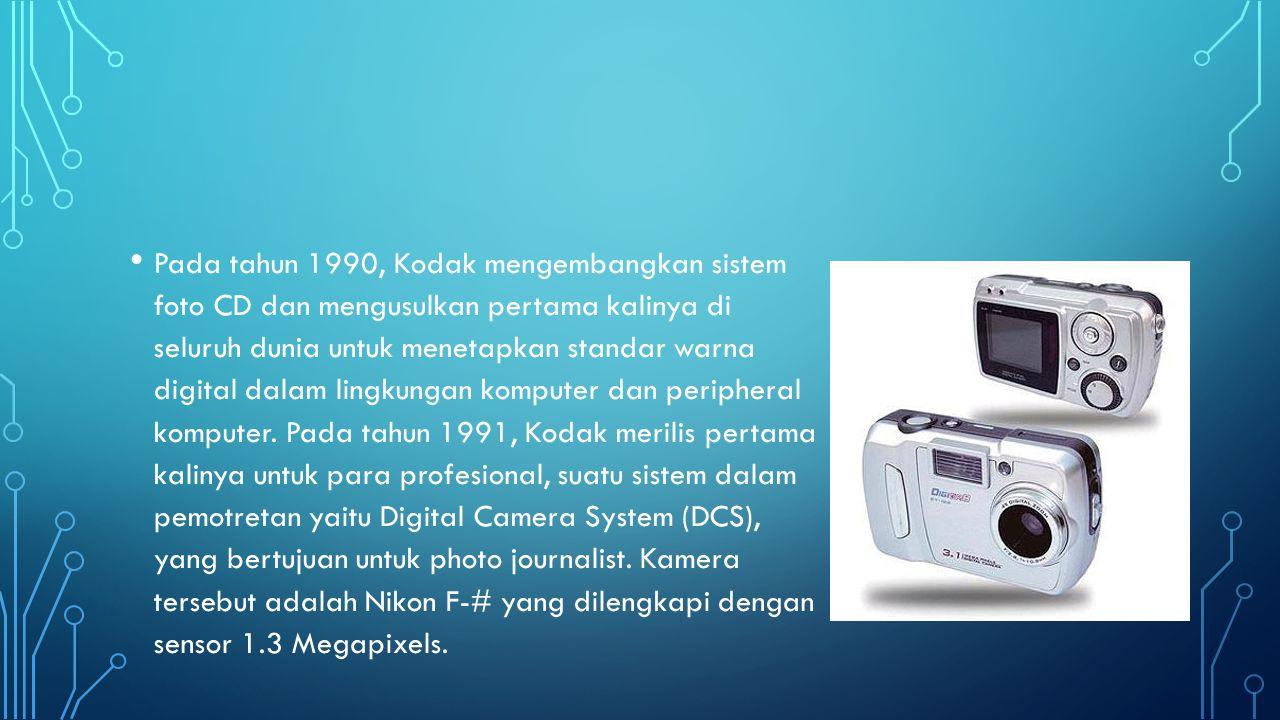 • Kamera digital yang pertama untuk tingkat konsumen pasar yang bekerja dengan komputer rumah melalui USB (Unit serial Bus) adalah kamera QuickTake 100 Aplle (17 Februari 1994), kamera Kodak DC40 (28 maret 1995), Casio QV-11 (dengan monitor LCD, akhir 1995), dan Sony Cyber-Shot Digital Still Camera (1996).