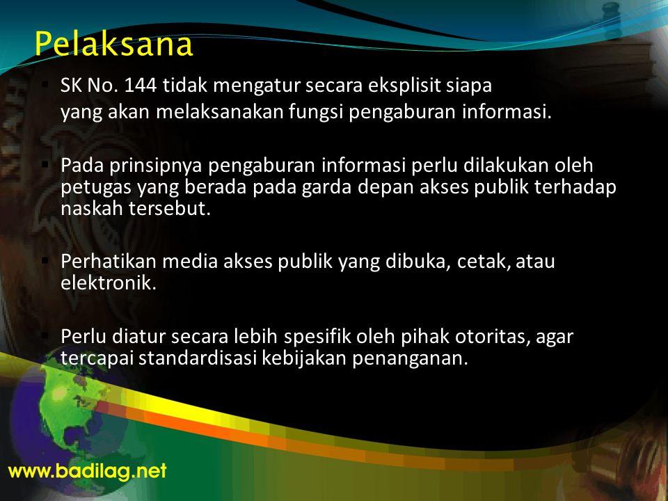 Pelaksana  SK No. 144 tidak mengatur secara eksplisit siapa yang akan melaksanakan fungsi pengaburan informasi.  Pada prinsipnya pengaburan informas