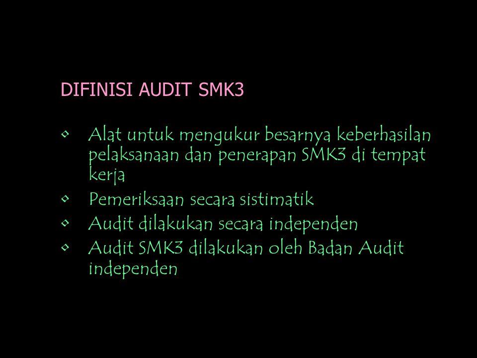 DIFINISI AUDIT SMK3 •Alat untuk mengukur besarnya keberhasilan pelaksanaan dan penerapan SMK3 di tempat kerja •Pemeriksaan secara sistimatik •Audit dilakukan secara independen •Audit SMK3 dilakukan oleh Badan Audit independen