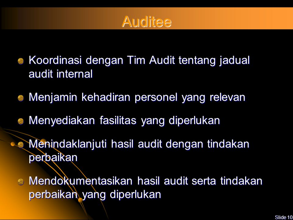 Slide 9 Tugas Auditor Bekerjasama dan membantu Lead Auditor dalam melaksanakan audit Melaksanakan audit sesuai dengan standar dan ruang lingkup yang d