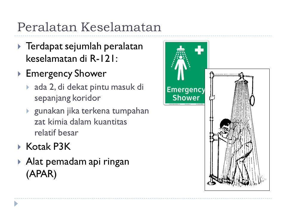 Peralatan Keselamatan  Terdapat sejumlah peralatan keselamatan di R-121:  Emergency Shower  ada 2, di dekat pintu masuk di sepanjang koridor  guna