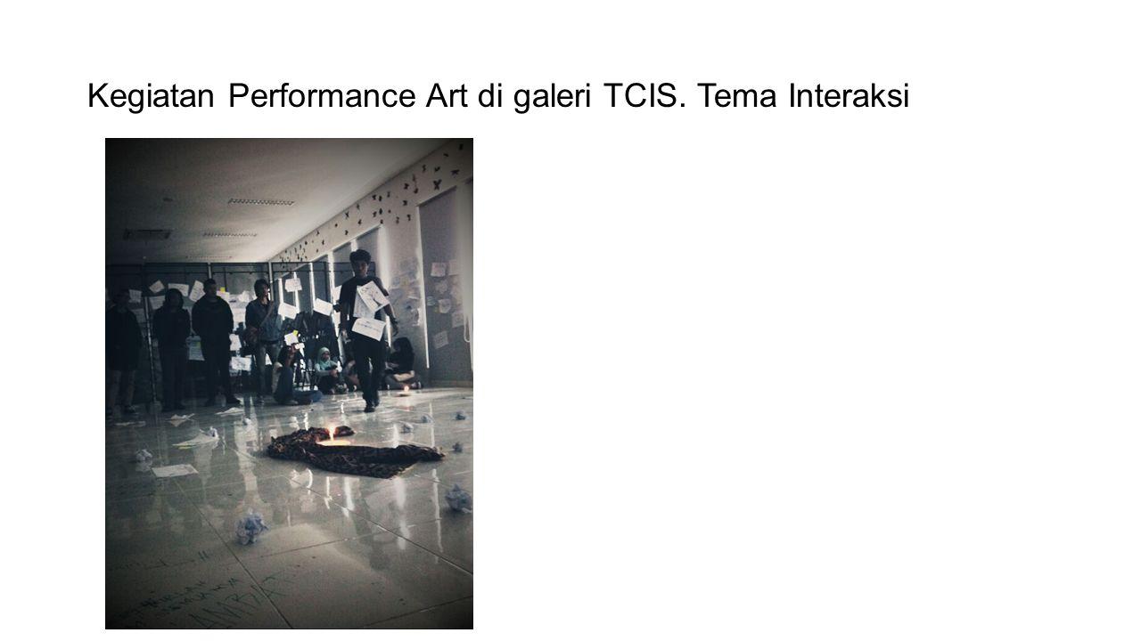 Kegiatan Performance Art di galeri TCIS. Tema Interaksi