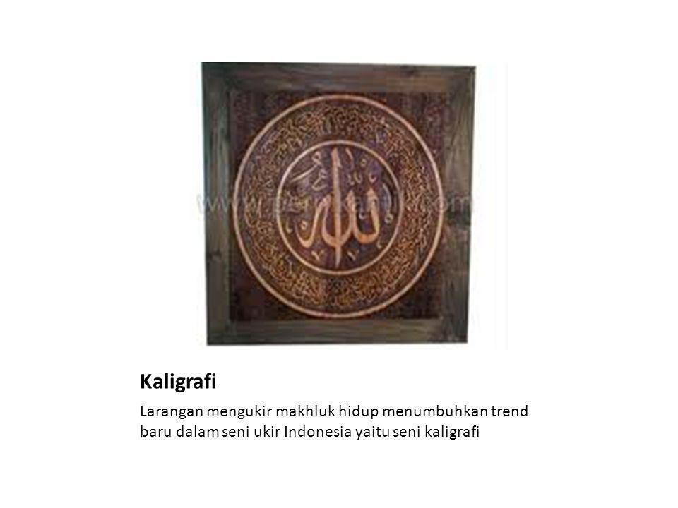 Kaligrafi Larangan mengukir makhluk hidup menumbuhkan trend baru dalam seni ukir Indonesia yaitu seni kaligrafi
