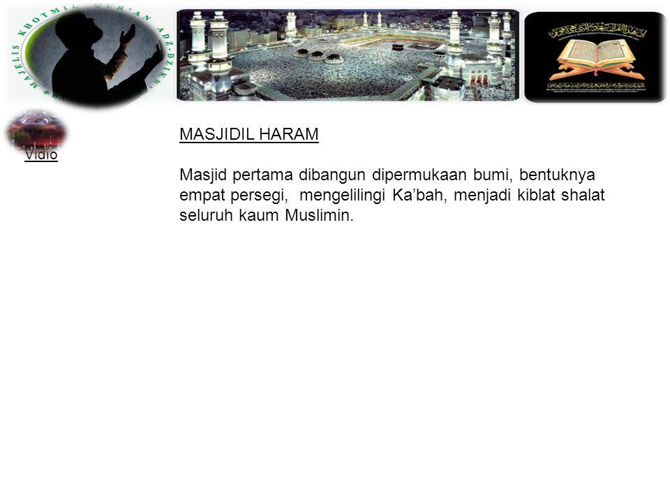 MASJIDIL HARAM Masjid pertama dibangun dipermukaan bumi, bentuknya empat persegi, mengelilingi Ka'bah, menjadi kiblat shalat seluruh kaum Muslimin.