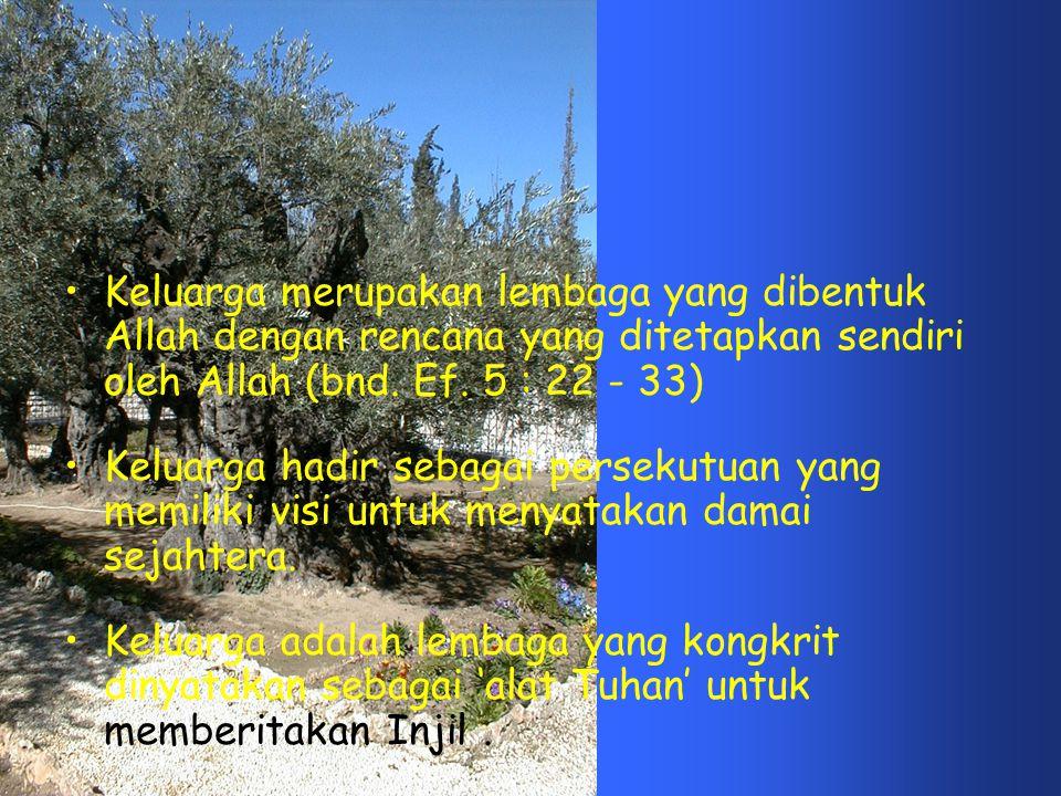 •Keluarga merupakan lembaga yang dibentuk Allah dengan rencana yang ditetapkan sendiri oleh Allah (bnd. Ef. 5 : 22 - 33) •Keluarga hadir sebagai perse