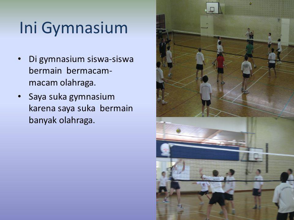 Ini Gymnasium • Di gymnasium siswa-siswa bermain bermacam- macam olahraga.