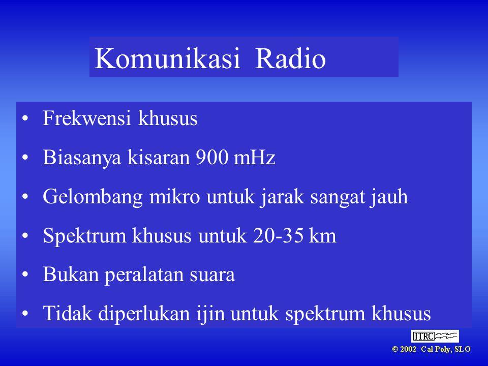Komunikasi Radio •Frekwensi khusus •Biasanya kisaran 900 mHz •Gelombang mikro untuk jarak sangat jauh •Spektrum khusus untuk 20-35 km •Bukan peralatan