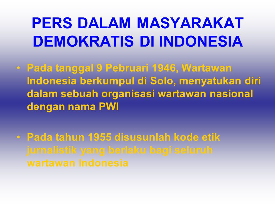 PERS DALAM MASYARAKAT DEMOKRATIS DI INDONESIA •Pada tanggal 9 Pebruari 1946, Wartawan Indonesia berkumpul di Solo, menyatukan diri dalam sebuah organi