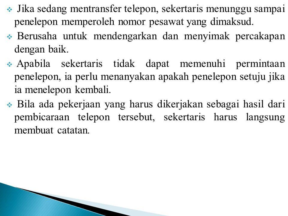  Jika sedang mentransfer telepon, sekertaris menunggu sampai penelepon memperoleh nomor pesawat yang dimaksud.  Berusaha untuk mendengarkan dan meny