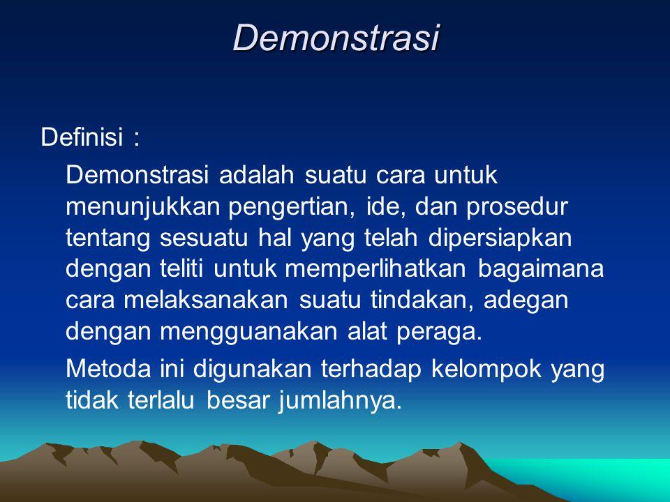Demonstrasi Definisi : Demonstrasi adalah suatu cara untuk menunjukkan pengertian, ide, dan prosedur tentang sesuatu hal yang telah dipersiapkan dengan teliti untuk memperlihatkan bagaimana cara melaksanakan suatu tindakan, adegan dengan mengguanakan alat peraga.