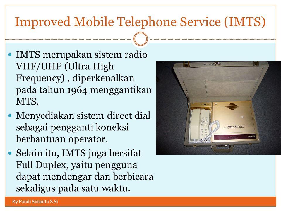 (1980s) Generasi Pertama (1G): Selular By Fandi Susanto S.Si  Dibandingkan penerusnya (2G), yang menggunakan sinyal digital 1G memiliki kelemahan:  Kualitas suara yang lebih buruk.