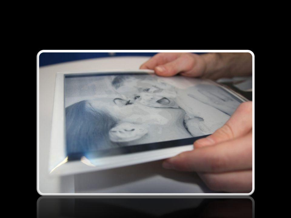 PAPERTAB VS IPAD Perbedaan inti antara Paper Tab dengan iPad terletak pad Display-nya.