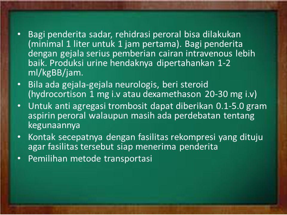 • Bagi penderita sadar, rehidrasi peroral bisa dilakukan (minimal 1 liter untuk 1 jam pertama). Bagi penderita dengan gejala serius pemberian cairan i