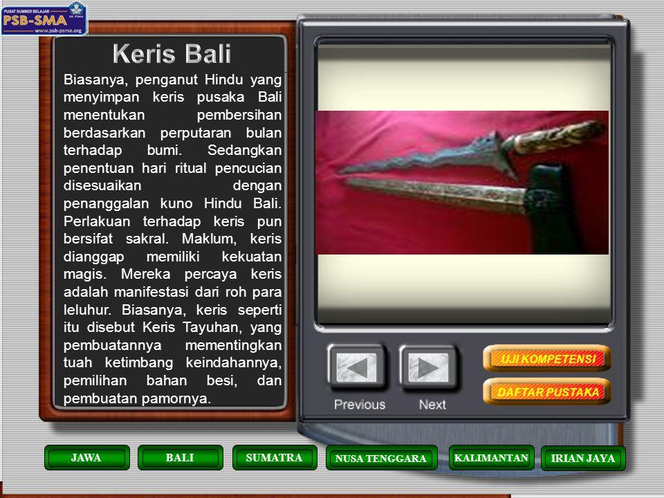 Di Bali, pertunjukan Wayang Kulit melibatkan antara 3 orang sampai 15 orang yang meliputi : dalang, pengiring dan jika diperlukan sepasang pembantu da