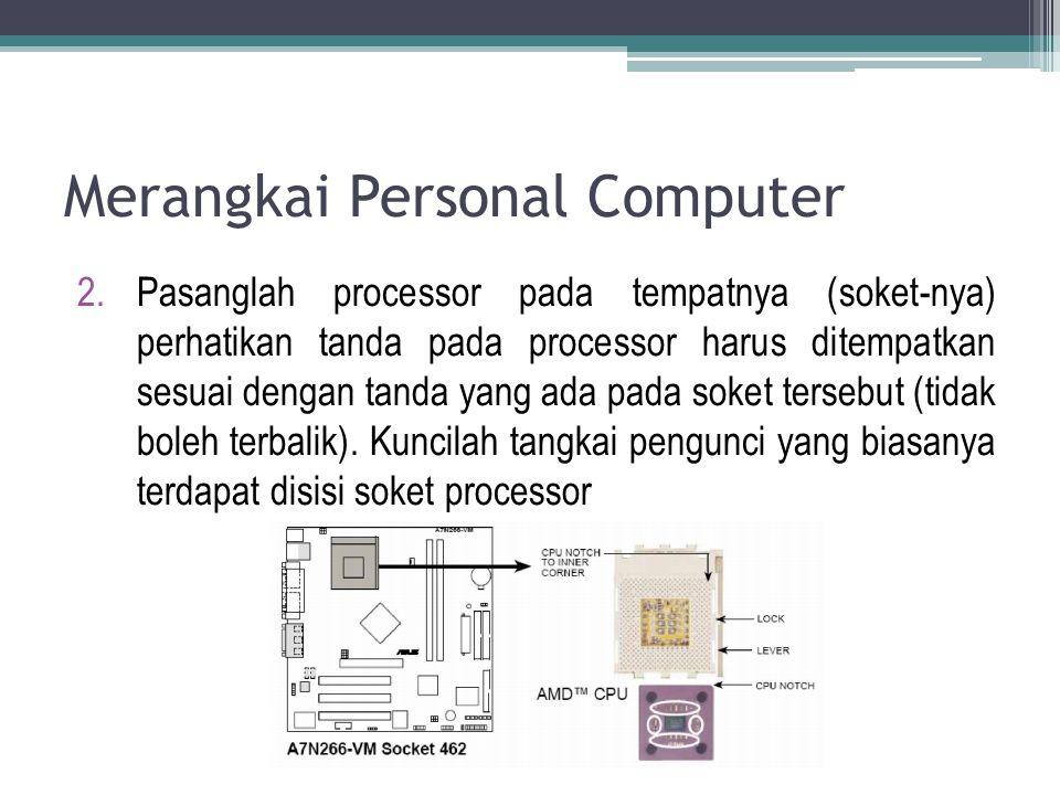 Merangkai Personal Computer 2.Pasanglah processor pada tempatnya (soket-nya) perhatikan tanda pada processor harus ditempatkan sesuai dengan tanda yan