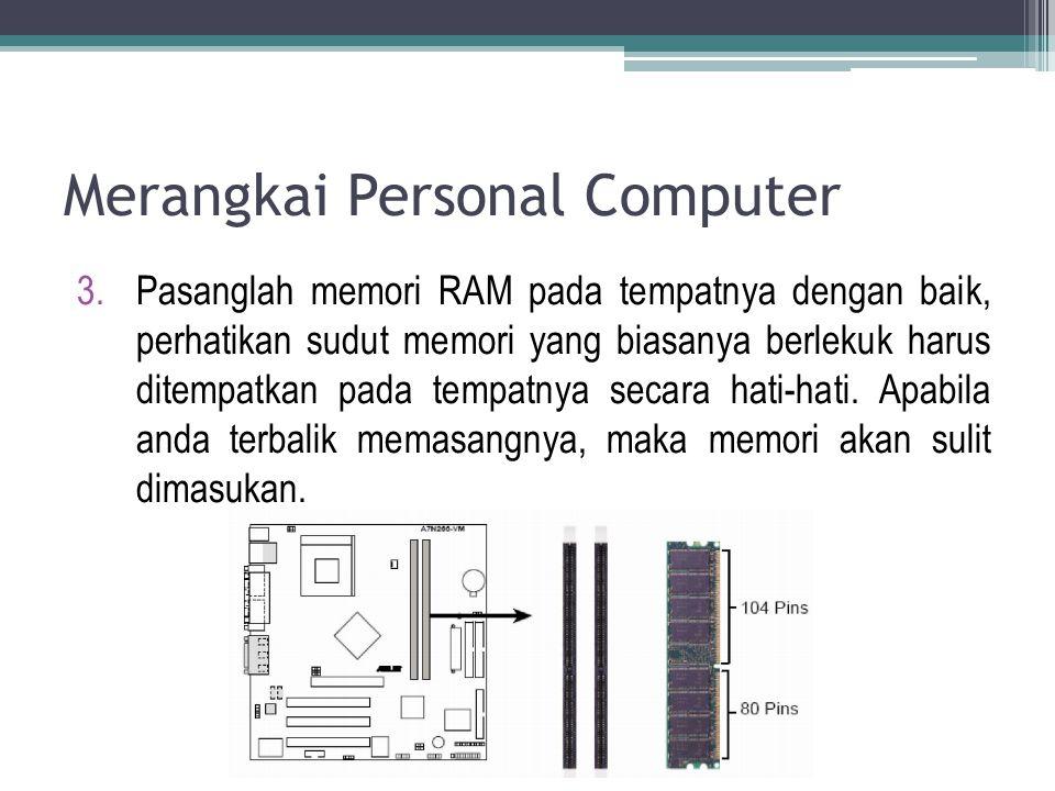 3.Pasanglah memori RAM pada tempatnya dengan baik, perhatikan sudut memori yang biasanya berlekuk harus ditempatkan pada tempatnya secara hati-hati. A