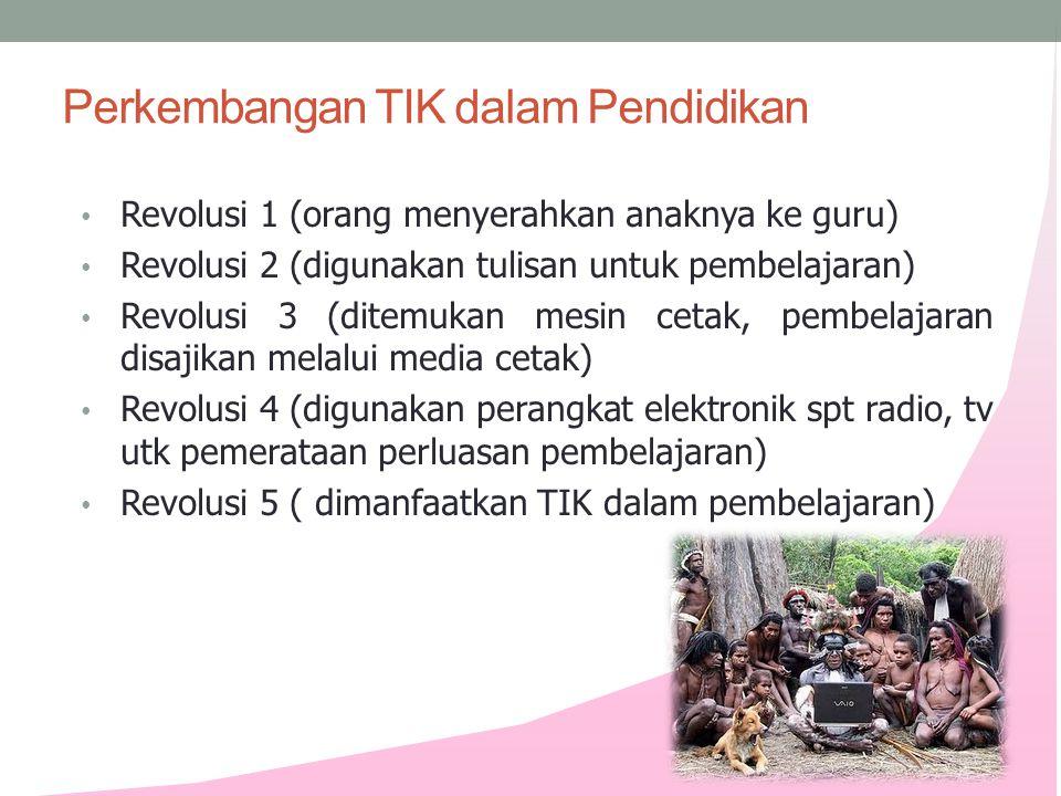Perkembangan TIK dalam Pendidikan • Revolusi 1 (orang menyerahkan anaknya ke guru) • Revolusi 2 (digunakan tulisan untuk pembelajaran) • Revolusi 3 (d