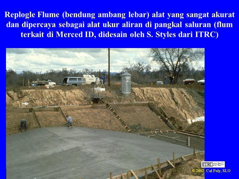 Replogle Flume (bendung ambang lebar) alat yang sangat akurat dan dipercaya sebagai alat ukur aliran di pangkal saluran (flum terkait di Merced ID, didesain oleh S.