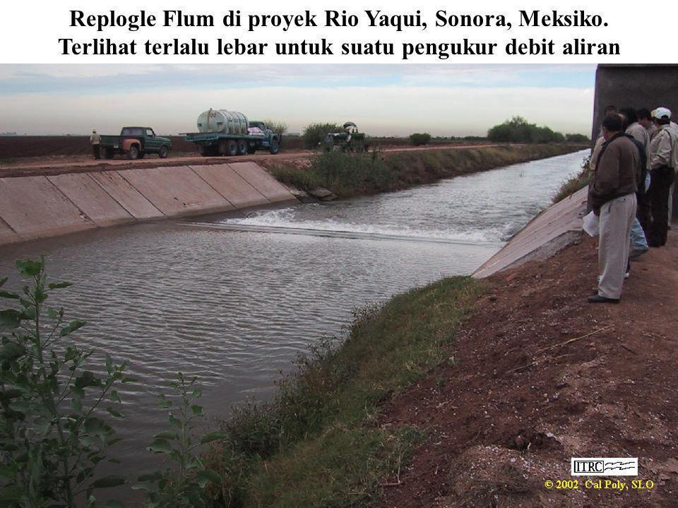 Replogle Flum di proyek Rio Yaqui, Sonora, Meksiko. Terlihat terlalu lebar untuk suatu pengukur debit aliran