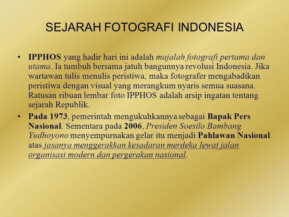 •Alex dan Frans Mendur adalah dua bersaudara penyuka fotografi yang menggagas Indonesia Press Photo Service yang kemudian disingkat Ipphos.