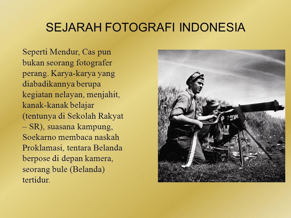 SEJARAH FOTOGRAFI INDONESIA •Cas Oorthuys seorang fotografer Belanda, Cas Oorthuys, lewat karya-karya fotonya.