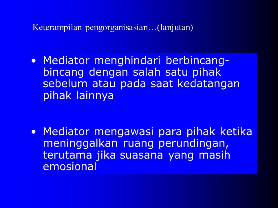 •Mediator merencanakan dan menjadwalkan pertemuan •Mediator harus tiba tepat waktu •Mediator menyambut kedatangan para pihak dalam ruang perundingan P