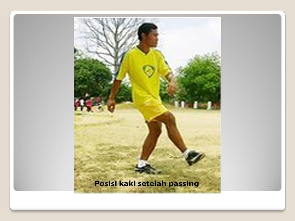 3.Jarak ideal antara bola dan kaki tumpuan adalah….
