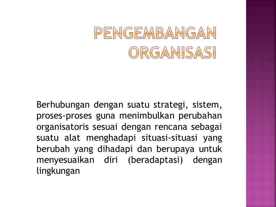 Berhubungan dengan suatu strategi, sistem, proses-proses guna menimbulkan perubahan organisatoris sesuai dengan rencana sebagai suatu alat menghadapi situasi-situasi yang berubah yang dihadapi dan berupaya untuk menyesuaikan diri (beradaptasi) dengan lingkungan