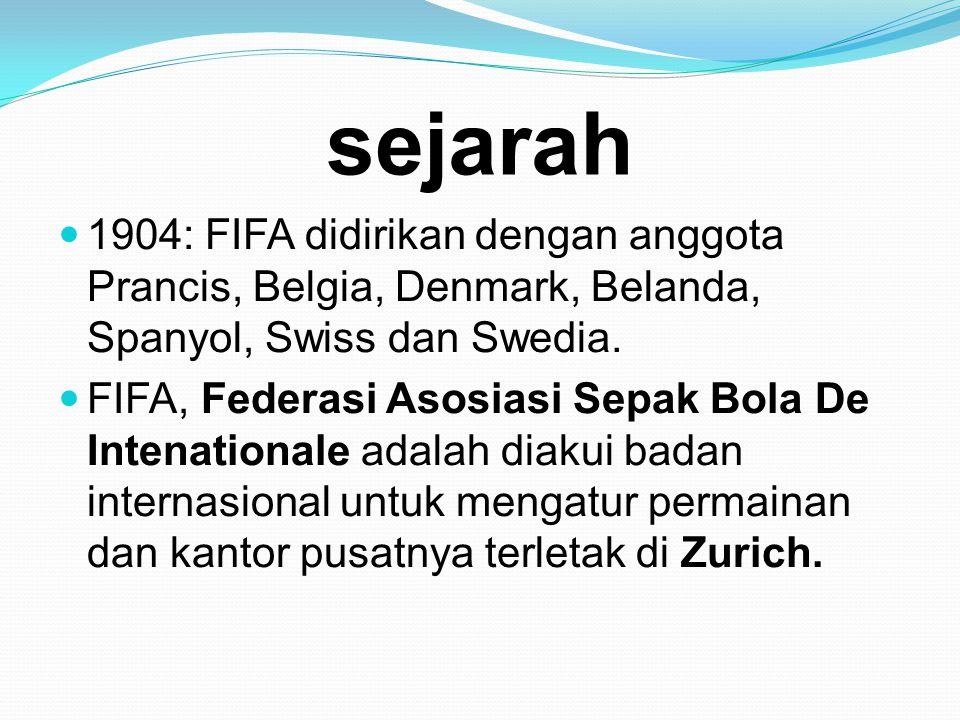 sejarah  1904: FIFA didirikan dengan anggota Prancis, Belgia, Denmark, Belanda, Spanyol, Swiss dan Swedia.  FIFA, Federasi Asosiasi Sepak Bola De In