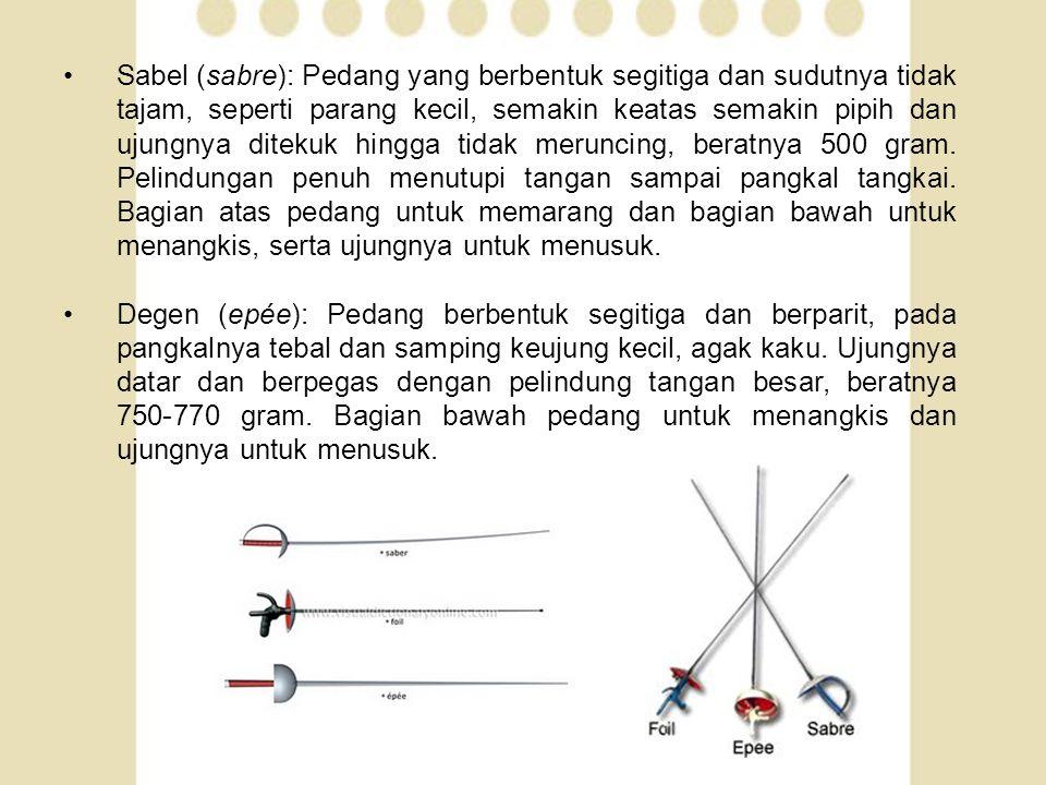 •Sabel (sabre): Pedang yang berbentuk segitiga dan sudutnya tidak tajam, seperti parang kecil, semakin keatas semakin pipih dan ujungnya ditekuk hingg