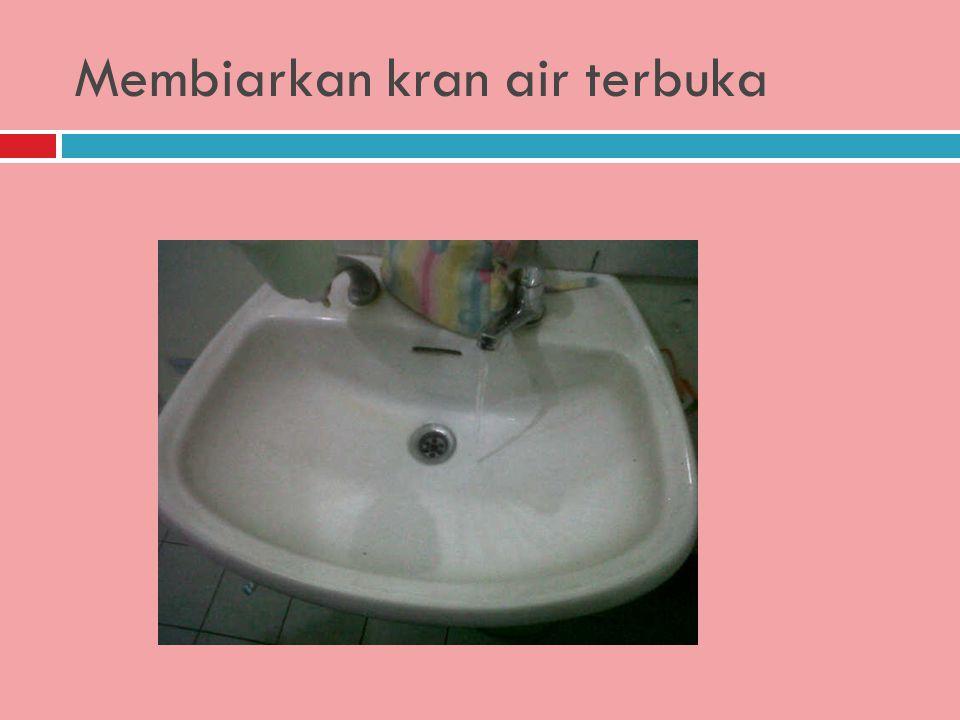 Meninggalkan jejak setelah menggunakan toilet