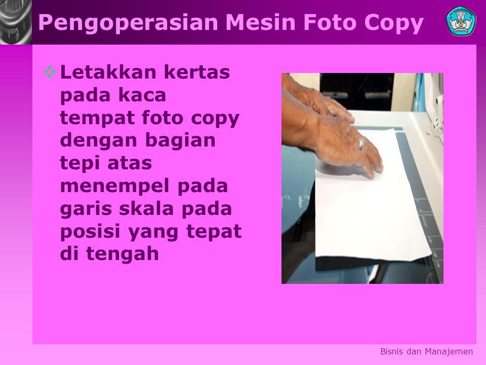 Pengoperasian Mesin Foto Copy  Letakkan kertas pada kaca tempat foto copy dengan bagian tepi atas menempel pada garis skala pada posisi yang tepat di