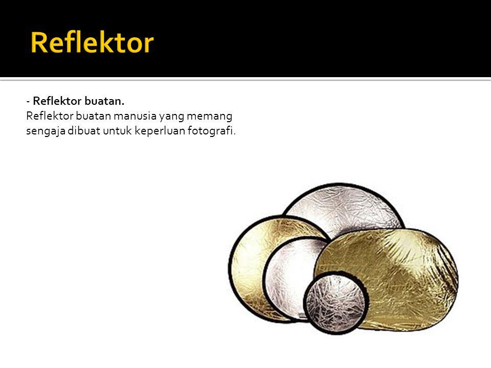 - Reflektor berwarna emas atau gold.
