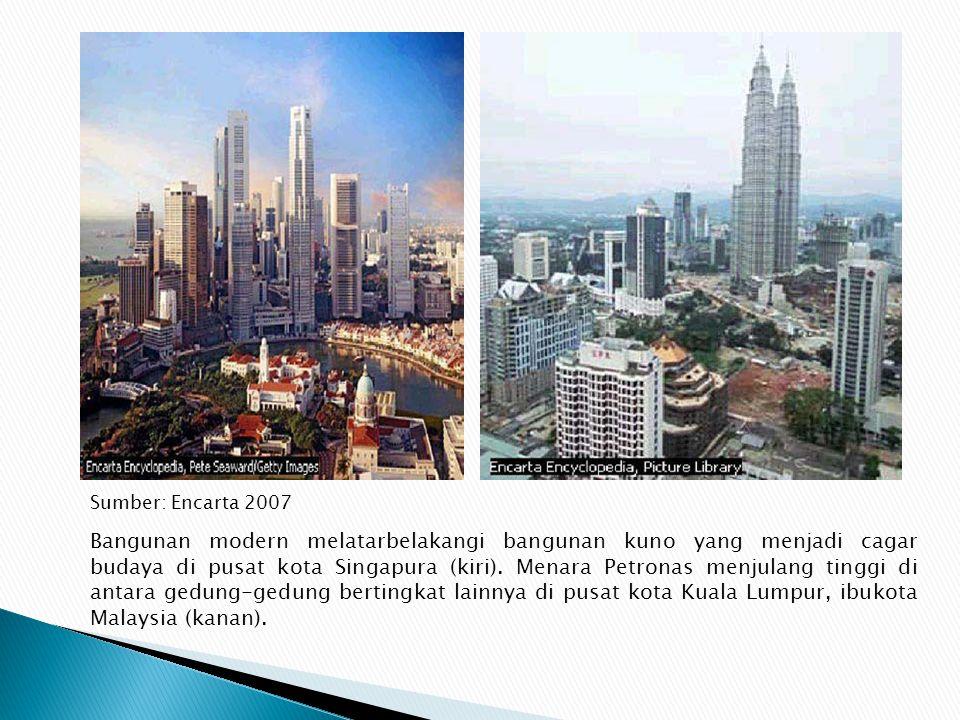 Ekonomi Singapura berbasis manufaktur elektronik, petrokimia, turisme, dan pelayanan finansial. Ekonominya berorientasi pasar. Letak pelabuhan interna